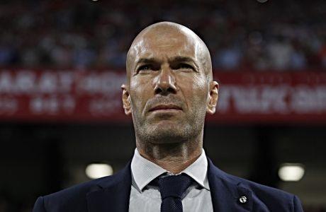 Ο Ζινεντίν Ζιντάν στον πάγκο της Ρεάλ Μαδρίτης, κατά τη διάρκεια του εκτός έδρας αγώνα με τη Σεβίλη, στις 22 Σεπτεμβρίου 2019