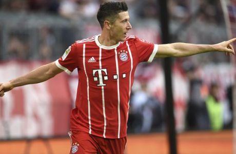 El jugador de Bayern Munich, Robert Lewandowski, festeja un gol contra Mainz en un partido por la Bundesliga el sábado, 16 de septiembre de 2017, en Munich, Alemania. (Andreas Gebert/dpa via AP)