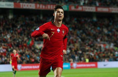 Ο Κριστιάνο Ρονάλντο της Πορτογαλίας πανηγυρίζει γκολ που σημείωσε κόντρα στη Λιθουανία για τα προκριματικά του Euro 2020 στο 'Αλγκάρβε', Φάρο | Πέμπτη 14 Νοεμβρίου 2019