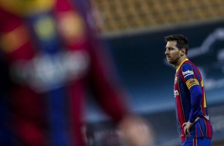 Με χρέη που ξεπερνούν τα 800 εκατ. ευρώ συνολικά, η νέα διοίκηση της Μπαρτσελόνα θα χρειαστεί να κάνει... μαγικά προκειμένου να εξοικονομήσει τα χρήματα που απαιτούνται για την παραμονή του Μέσι στο 'Camp Nou'. (AP Photo/Miguel Morenatti)
