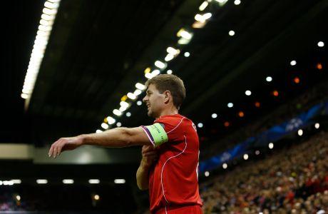 Ο Στίβεν Τζέραρντ της Λίβερπουλ σε στιγμιότυπο της αναμέτρησης με τη Ρεάλ για τη φάση των ομίλων του Champions League 2014-2015 στο 'Άνφιλντ', Τετάρτη 22 Οκτωβρίου 2014