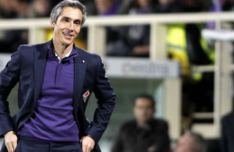 Fiorentina coach Paulo Sousa calls out to his players during a Serie A soccer match at the Artemio Franchi stadium in Florence, Italy, Saturday, Jan. 9, 2016. (AP Photo/Fabrizio Giovannozzi)