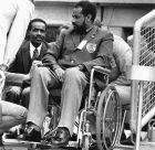 Ο Αμπέμπε Μπικίλα παρακολουθεί τον τελικό των 100μ. στους Ολυμπιακούς Αγώνες 1972 στο Ολυμπιακό Στάδιο του Μονάχου, Παρασκευή 1 Σεπτεμβρίου 1972