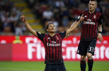 AC Milan's forward Carlos Bacca from Colombia (L) celebrates after scoring during the Italian Serie A football match AC Milan vs Sassuolo on October 2, 2016 at the San Siro stadium in Milan.  / AFP PHOTO / MARCO BERTORELLO