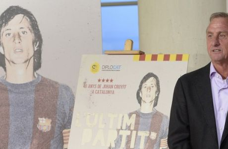 Former soccer player Johan Cruyff from Holland, poses, during a premiere of The Last Match, a documentary about his 40 year soccer career, in Catalonia, Spain, Barcelona, Monday, Nov. 3, 2014. (AP Photo/Manu Fernandez)