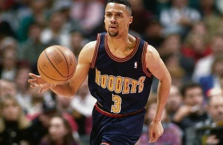 SAN ANTONIO - FEBRUARY 10:  Mahmoud Abdul-Rauf #3 of the Denver Nuggets moves the ball against the San Antonio Spurs during the NBA game on February 10, 1994 in San Antonio, Texas.  NOTE TO USER: User expressly acknowledges and agrees that, by downloading and or using this photograph, User is consenting to the terms and conditions of the Getty Images License Agreement. Mandatory Copyright Notice: Copyright 1994 NBAE (Photo by Andy Hayt/NBAE via Getty Images)