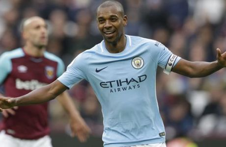 Manchester City's Fernandinho celebrates after scoring his side's forth goal of the game during the English Premier League soccer match between West Ham United and Manchester City at the London stadium in London, Sunday, April, 29, 2018. City won the match 4-1. (AP Photo/Alastair Grant)