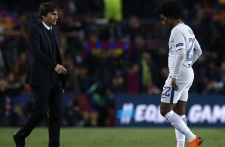 Chelsea's Willian walks towards Chelsea head coach Antonio Conte, left, at the end of the Champions League round of sixteen second leg soccer match between FC Barcelona and Chelsea at the Camp Nou stadium in Barcelona, Spain, Wednesday, March 14, 2018. (AP Photo/Manu Fernandez)