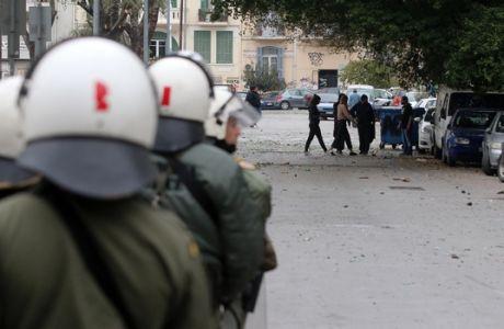 Ντου κουκουλοφόρων σε σύνδεσμο του Ηρακλή στο κέντρο της Θεσσαλονίκης!