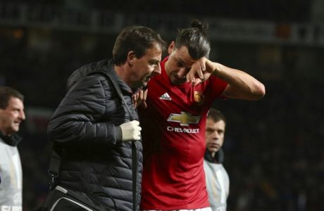 Manchester United's Zlatan Ibrahimovic, center right, leaves the field with an injury during the Europa League quarterfinal second leg soccer match between Manchester United and Anderlecht at Old Trafford stadium, in Manchester, England, Thursday, April 20, 2017. (AP Photo/Dave Thompson)