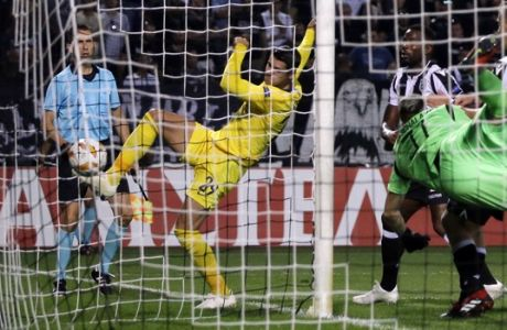 Chelsea's Alvaro Morata, center, tries to score during a Group L Europa League soccer match between PAOK and Chelsea at Toumba stadium in the northern Greek port city of Thessaloniki, Thursday, Sept. 20, 2018. (AP Photo/Thanassis Stavrakis)
