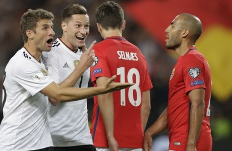 Germany's Julian Draxler, second from left, celebrates after scoring his side's second goal with his teammate Thomas Mueller, left, during the World Cup Group C qualifying soccer match between Germany and Norway in Stuttgart, Germany, Monday, Sept. 4, 2017. (AP Photo/Matthias Schrader)