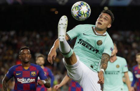 Ο Λαουτάρο Μαρτίνες σε φάση από την αναμέτρηση Μπαρτσελόνα - Ίντερ στο Camp Nou, για το Group F του Champions League, στις 2 Οκτωβρίου 2019. (AP Photo/Emilio Morenatti)