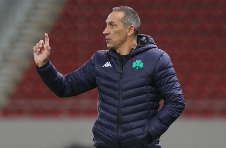 Ο προπονητής του Παναθηναϊκού, Γιώργος Δώνης, σε στιγμιότυπο της αναμέτρησης με τον Ολυμπιακό για τη Super League 1 2019-2020 στο 'Γεώργιος Καραϊσκάκης', Κυριακή 5 Ιανουαρίου 2020