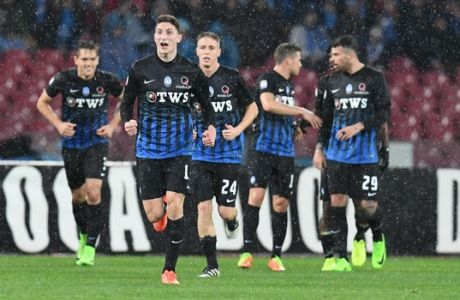 Atalanta's Mattia Caldara (2L) jubilates after scoring the goal during the Italian Serie A soccer match SSC Napoli vs Atalanta BC at San Paolo stadium in Naples, Italy, 25 February 2017. ANSA/CIRO FUSCO