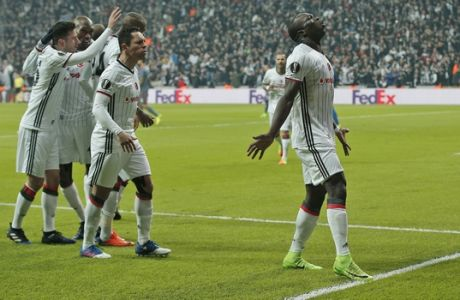 Besiktas' Vincent Aboubakar, right, celebrates after scoring against Olympiakos during a Europa League round of 16 second leg soccer match between Besiktas and Olympiakos, in Istanbul, Thursday, March 16, 2017. Besiktas won the match 4-1 and was qualified. (AP Photo/Emrah Gurel)