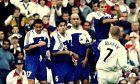 Ο Ντέιβιντ Μπέκαμ της Αγγλίας σε στιγμιότυπο της αναμέτρησης με την Ελλάδα για τους προκριματικούς ομίλους του Παγκοσμίου Κυπέλλου 2002 στο 'Ολντ Τράφορντ', Μάντσεστερ, Σάββατο 6 Οκτωβρίου 2001