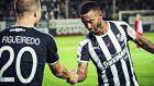 Ο Φιγκεϊρέδο συγχαίρει τον Σεμέδο για ένα από τα 5 τέρματα του στις 9 πρώτες αγωνιστικές της Super League 2019-2020. ΦΩΤΟΓΡΑΦΙΑ: ΣΤΕΦΑΝΟΣ ΡΑΠΑΝΗΣ / EUROKINISSI