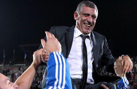 Ο Φερνάντο Σάντος σε πανηγυρικό στιγμιότυπο αμέσως μετά τη νίκη της Εθνικής επί της Γεωργίας στην Τιφλίδα, τον Οκτώβριο του 2011