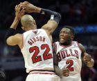 Ταζ Γκίμπσον και Νέιτ Ρόμπινσον το διασκεδάζουν, κάνοντας επίδειξη δύναμης κόντρα στους Μπρούκλιν Νετς, σε αναμέτρηση των NBA Playoffs της σεζόν 2012-2013
