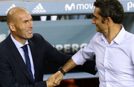 Real Madrid's head coach Zinedine Zidane, left, and FC Barcelona's head coach Ernesto Valverde shake hands prior to the Spanish Supercup, first leg, soccer match between FC Barcelona and Real Madrid at the Camp Nou stadium in Barcelona, Spain, Sunday, Aug. 13, 2017. (AP Photo/Manu Fernandez)