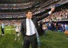 """Ο Μίτσελ, ως προπονητής της Χετάφε, αποθεώνεται κατά την είσοδό του στο """"Μπερναμπέου"""" (31/10/2009)."""