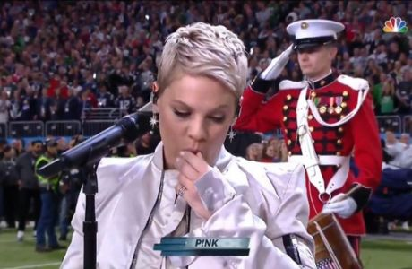Η τσίχλα της Pink δίχασε το κοινό στο Super Bowl