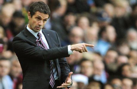 Aston Villa manager Remi Garde gestures during the English Premier League soccer match between Aston Villa and Manchester City at the Villa Park, Birmingham, England, Sunday, Nov. 8, 2015. (AP Photo/Rui Vieira)