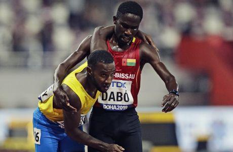 Ο Μπραΐμα Νταμπό κουβαλά τον Μπάσμπι από την Αρούμπα και τερματίζουν μαζί στα 5000μ. του Παγκοσμίου