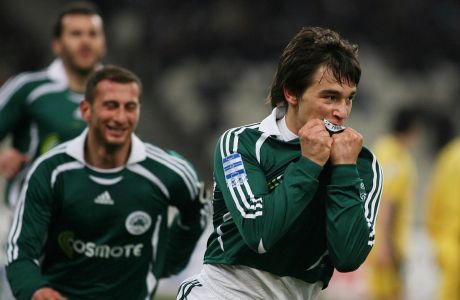 Ο Σωτήρης Νίνης του Παναθηναϊκού πανηγυρίζει γκολ που σημείωσε στην αναμέτρηση με την ΑΕΚ για τη Super League 2006-2007 στο Ολυμπιακό Στάδιο, Κυριακή 18 Φεβρουαρίου 2007