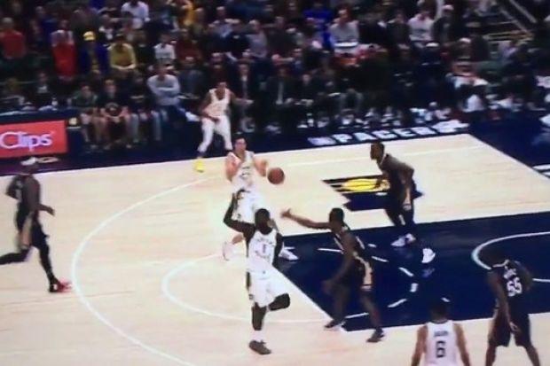 NBA: Η πάσα της χρονιάς δεν βρήκε σωστό παραλήπτη! (video)