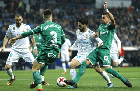 "Real Madrid's Francisco Roman ""Isco"", second right, vies for the ball with Leganes' Gabriel Appelt, right, during the Spanish Copa del Rey quarterfinal second leg soccer match between Real Madrid and Leganes at the Santiago Bernabeu stadium in Madrid, Wednesday, Jan. 24, 2018. (AP Photo/Francisco Seco)"