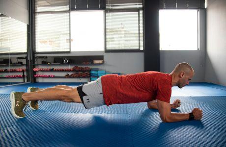 Κοιλιακοί: 4 βασικές ασκήσεις που πρέπει να κάνεις κάθε μέρα