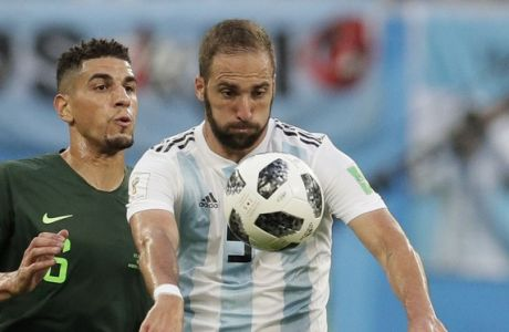 Argentina's Gonzalo Higuain, front, and Nigeria's Leon Balogun compete for the ball during the group D match between Argentina and Nigeria at the 2018 soccer World Cup in the St. Petersburg Stadium in St. Petersburg, Russia, Tuesday, June 26, 2018. (AP Photo/Dmitri Lovetsky)
