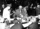 Ηλικιωμένα μέλη της Μπαρτσελόνα ψηφίζουν στις εκλογές του 1981.