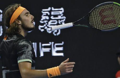 Ο Στέφανος Τσιτσιπάς σε στιγμιότυπο κατά τη διάρκεια του τελικού του China Open 2019 κόντρα στον Ντόμινικ Τιμ, Πεκίνο, Κυριακή 6 Οκτωβρίου 2019