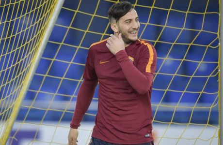 VILLARREAL, SPAIN - FEBRUARY 15:  Konstantinos Manolas during an AS Roma training session at Estadio de la Ceramica on February 15, 2017 in Villarreal, Spain.  (Photo by Luciano Rossi/AS Roma via Getty Images)