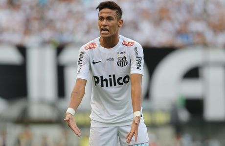 Santos' Neymar complains with a teammate during the final match of the Sao Paulo state soccer league against Corinthians in Santos, Brazil, Sunday, May 19, 2013. Corinthians won 3-2 on aggregate and wins the Sao Paulo State championship. (AP Photo/Andre Penner)