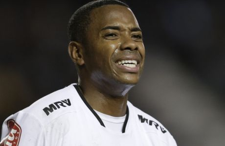 Brazil's Atletico Mineiro Robinho reacts after failing to score during a Copa Libertadores soccer match against Argentina's Racing in Buenos Aires, Argentina,  Wednesday, April 27, 2016. (AP Photo/Victor R. Caivano)