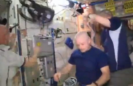 Αστροναύτες έχασαν στοίχημα και ξύρισαν τα κεφάλια τους!