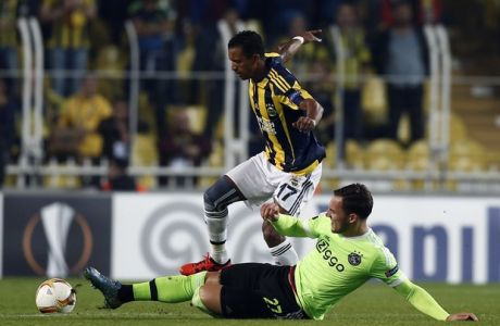 Fenerbahce's Nani, top, and Nemanja Gudelj of Ajax fight for the ball during the Euro League Group A soccer match between Fenerbahce and Ajax at Sukru Saracoglu Stadium in Istanbul, Turkey, Thursday, Oct. 22, 2015. (AP Photo/Emrah Gurel)