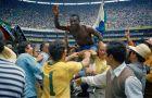 O Πελέ πανηγυρίζει τη νίκη της Βραζιλίας με 4-1 κόντρα στην Ιταλία, στο στάδιο 'Αζντέκα' του Μεξικού, στις 21 Ιουνίου 1970. Ο Πελέ έχει πετύχει το πρώτο γκολ κι έχει σερβίρει τις ασίστ για τα δυο επόμενα