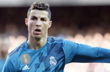 Real Madrid's Cristiano Ronaldo celebrates after scoring, during the Spanish La Liga soccer match between Valencia and Real Madrid at the Mestalla stadium in Valencia, Spain, Saturday, Jan. 27, 2018. (AP Photo/Alberto Saiz)