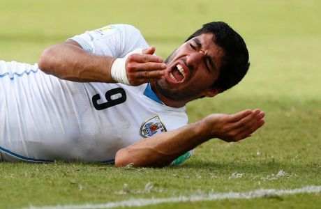 #TodosomosSuarez: Οι Ουρουγουανοί υπερασπίζονται τον Σουάρες