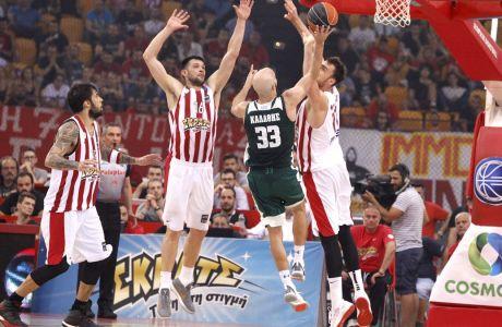 Μονομαχία στον αέρα του Νικ Καλάθη με Νίκολα Μιλουτίνοφ και Κώστα Παπανικολάου στον τελικό της Basket League 2017-2018 μεταξύ Ολυμπιακού και Παναθηναϊκού στο ΣΕΦ, Πέμπτη 7 Ιουνίου 2018