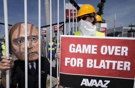 Διαδηλωτές στο συνέδριο της FIFA