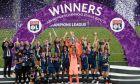 Οι παίκτριες της Λιόν πανηγυρίζουν την κατάκτηση του Champions League γυναικών 2019-2020 έπειτα απ' τον τελικό με τη Βόλφσμπουργκ στο 'Ανοέτα' του Σαν Σεμπαστιάν | Κυριακή 30 Αυγούστου 2020