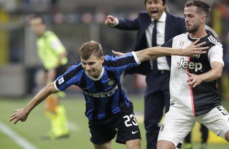Μυρωδιά σκανδάλου στην Ιταλία καθώς 'εξαφανίστηκε' το ηχητικό της συνομιλίας του διαιτητή Ορσάτο με το VAR, για μια φάση με πρωταγωνιστή τον Πιάνιτς στην αναμέτρηση Ίντερ - Γιουβέντους 2-3 τον Απρίλιο του 2018. Η έρευνα ουσιαστικά θα είχε ως βασικό στοιχείο το συγκεκριμένο απόσπασμα, στην προσπάθεια να αποσαφηνιστεί γιατί δεν αποβλήθηκε ο Βόσνιος μέσος. (AP Photo/Luca Bruno)