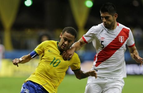 Brazil's Neymar fights for the ball with Peru's Carlos Zambrano, right, during a 2018 World Cup qualifying soccer match in Salvador, Brazil, Tuesday, Nov. 17, 2015. (AP Photo/Nelson Antoine)