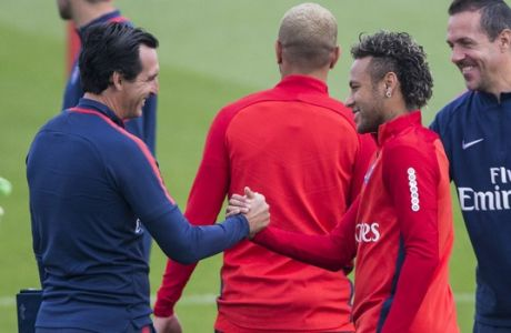Paris Saint-Germain's coach Unai Emery, left, greets Neymar during a training session at the Camp des Loges training center in Saint Germain en Laye, west of Paris, Friday, Aug. 11, 2017. (AP Photo/Kamil Zihnioglu)